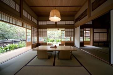 広々とした純和風建築 (C)Chiaki Yasukawa